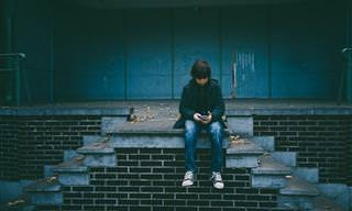 9 בעיות שעלולות לצוץ אצל ילדיכם עקב שימוש בטלפונים חכמים