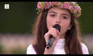 ילדים שרים את השירים של הזמרים הגדולים ביותר