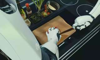 התלהבתם משואב האבק הרובוטי? חכו עד שתראו את השף הביתי החדש...
