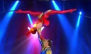 צמד רקדני בלט אקרובטי