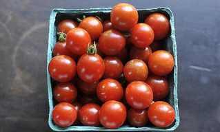 טיפ שימושי לחיתוך עגבניות שרי