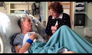 זוג מבוגרים בדואט מרגש בבית החולים