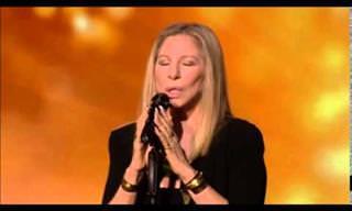 """הביצוע המרטיט של ברברה סטרייסנד לתפילת """"אבינו מלכנו"""""""