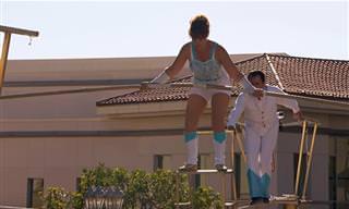 הזוג גואררו מבצע תרגילים מדהימים על חבל דק