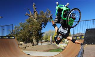 אהרון פותרינגהם מבצע תרגילי אקסטרים עם כיסא גלגלים