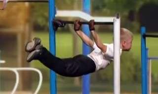 מופע אתלטי משרירן בן 9