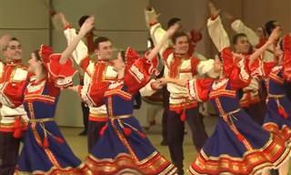 """מופע ריקודי עם נפלא לצלילי השיר הידוע """"קלינקה"""""""