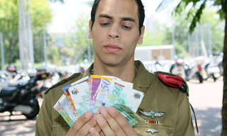 כמה מרוויחים חיילים בצבאות שונים בעולם?