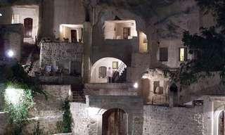 בית מלון יוקרתי בתוך מערה עתיקה