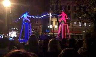 אנשי הברקים - מופע רחוב מחשמל מאירלנד!