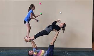 הסרטון הזה מראה שאימהות יכולות להיות מדהימות בכל גיל ותחום