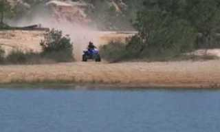 טרקטורון נוסע על פני המים!