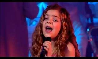 היא רק בת 12 וכבר שרה כמו זמרת לכל דבר!