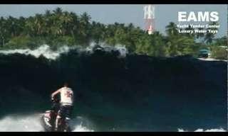 פעלולים מדהימים על אופנוע ים!