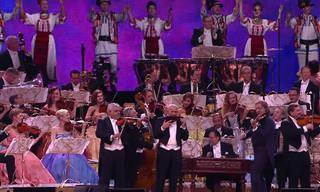 ביצוע סוחף ומהנה של אנדרה ריו האגדי למוזיקה הרומנית