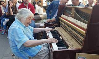 איש לא היה מוכן למה שקרה כשהסבתא הזאת התיישבה מול פסנתר...