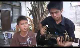 ילד צעיר עם קול של מלאך