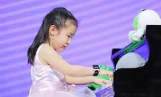 צפו באנקה צ'ן בת ה-6 בביצוע מצטיין על הפסנתר