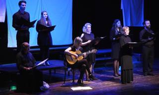 צפו בשחקני תיאטרון יידישפיל מבצעים את השיר המרגש אחותי חיה