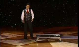 וואלי המהיר במופע פסנתר וג'אגלינג