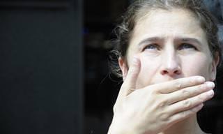 10 גורמים לטעם מתכתי בפה שחשוב להכיר