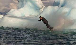 סקי מים לצד קרחונים באלסקה