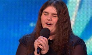 הזמרת הזאת בקושי יכלה לדבר מרוב מבוכה, עד לרגע שהיא שרה...