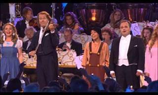 """אנדרה ריו בביצוע בלתי נשכח לשיר """"איזה עולם נפלא"""""""