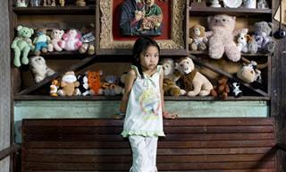 פרויקט צילום של ילדים מרחבי העולם עם הצעצועים שלהם