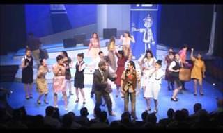 אוסף של 24 שירים בעברית מתוך מחזות זמר ישראליים