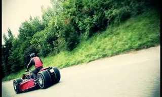 הכלאה של אופנוע ומכונית ספורט!