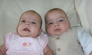 מחקר מפתיע חושף: אימהות לתאומים חיות יותר