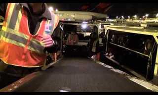 אי פעם תהיתם מה קורה למזוודות שלכם בשדה התעופה?