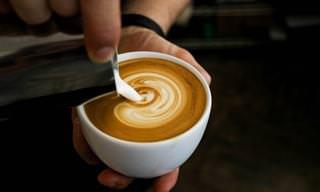 """ד""""ר גרגר מסביר לנו מדוע הוספת חלב לקפה מבטלת את היתרונות הבריאותיים שלו"""