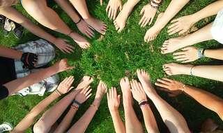 איך אילפנו את עצמנו להיות כל כך אדישים אחד כלפי השני?