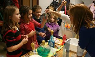 5 ניסויים מדעיים שאפשר לעשות עם הילדים
