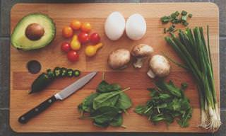 14 טיפים שימושיים למטבח שיעזרו לכם לחסוך בהוצאות