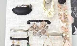 לצאת מהקופסא - רעיונות יצירתיים לתליית תכשיטים!