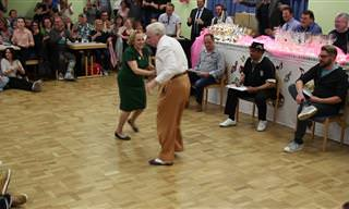 הזוג הזה מוכיח שלמרות מעבר השנים, הם עדיין יודעים לרקוד!