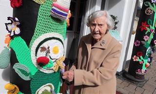 אמנית בת 104 שהחליטה לקשט את עיר מגוריה