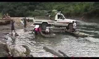 איך עוברים נהר עם אוטו?