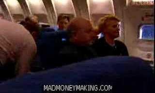 מה לעשות עם ילד מציק בטיסה - הזוי!!!