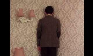 מיסטר בין חונך חדר בבית מלון