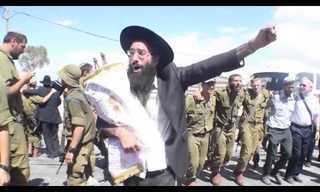 """הכנסת ספרי תורה בבסיס """"נצח יהודה"""""""