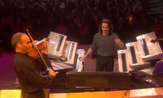 הפסנתרן יאני ותזמורתו במופע מוזיקה עולמית סוחף