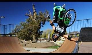 ספורטאי בכיסא גלגלים עושה את הבלתי ייאמן