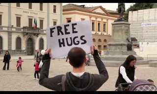 חיבוק בחינם - וידאו קליפ מרגש במיוחד!!