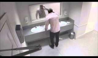 תזכורת מפחידה בשירותי הגברים
