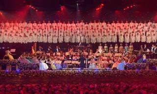 """אנדרה ריו מנצח על ביצוע מלא עוצמה ל""""המנון החייל"""""""