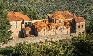 עיר הכנסיות מיסטראס - מסע בזמן אל עולם קדום